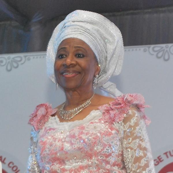 Femi Ogunsanya博士